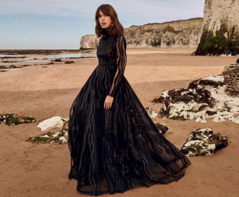 Kobieta w czerni.