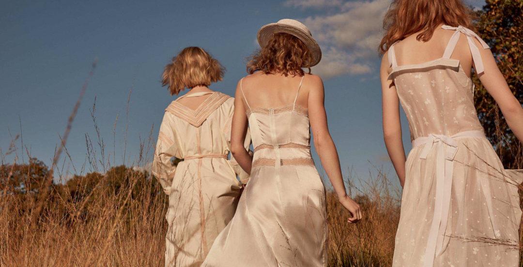 Kobiety w bieli.